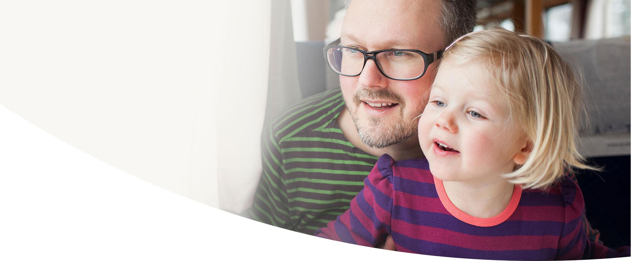 Image d'un père et sa fille